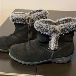 Khombu Suede zip up boots